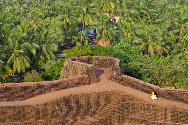 IBLOMK01878944 Indian tourists, Bekal Fort, Bekal, North Kerala, Kerala, India