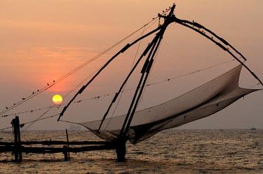 IBLOMK01933371 Chinese fishing net, strait near Fort Kochi, Kerala, southern India, India