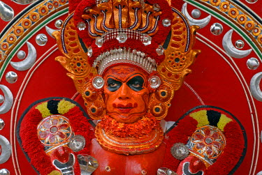 IBLOMK02065271 Theyyam performer during a ritual, near Kasargod, North Kerala, South India