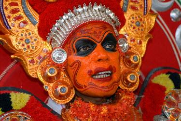 IBLOMK02065285 Theyyam performer during a ritual, near Kasargod, North Kerala, South India
