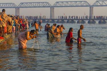 IBLFBD03151819 Crowds of people taking a bath in the Sangam, the confluence of the rivers Ganges, Yamuna and Saraswati, in the early morning, Kumbha Mela mass Hindu pilgrimage  , Allahabad, Uttar Pradesh, India