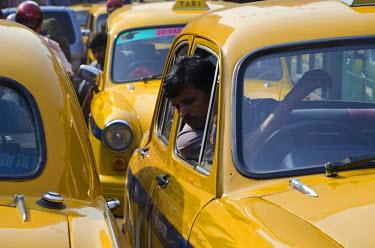IBLFBD02034076 Traffic jam during rush hour, in Kolkata, West Bengal, India