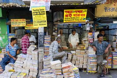 IBLOMK01867461 Book market, College Street, Kolkata, Calcutta, West Bengal, India