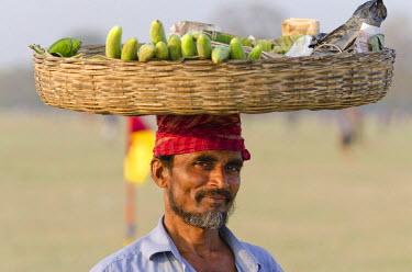IBLOMK01867988 Food vendor in the Maidan, Calcutta, West Bengal, India