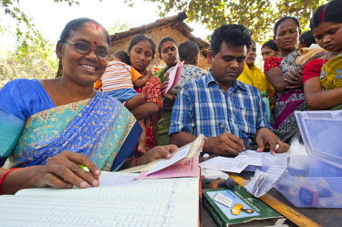IBLOMK02294930 Vaccination campaign run by the aid organisation 'Doctors for the Third World', vaccination for children near Calcutta or Kolkata, West Bengal, India