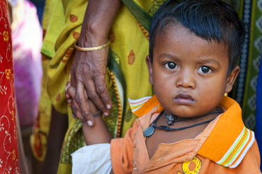 IBLOMK02294949 Little boy at a children's vaccination campaign run by the aid organisation 'Doctors for the Third World' near Kolkata, Calcutta, West Bengal, India