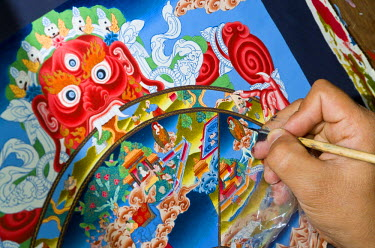 IBLFBD03095990 Artist painting a colourful Thangka in an art school, Kathmandu Valley, Kathmandu, Kathmandu District, Bagmati Zone, Nepal