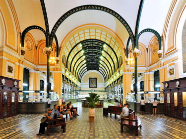 IBLGZS01204034 Serice hall in the main post office, Ho Chi Minh City, Saigon, Vietnam, Southeast Asia