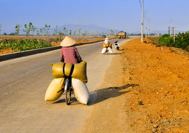 Transporting food by bike, near Ninh Binh, Vietnam, Southeast Asia