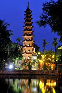 IBLGZS01943368 Tr?n Qu?c Pagoda or temple on West Lake, Hanoi, Vietnam, Southeast Asia