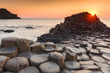 UK501RF UK, Northern Ireland, County Antrim, Bushmills, Giants Causeway, Unesco World Heritage Site, coastal rock formation of basalt, dusk