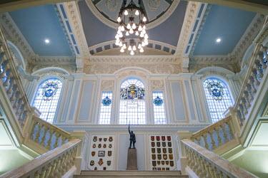 UK04110 UK, Northern Ireland, Belfast, Belfast City Hall, interior, staircase