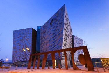 UK04138 UK, Northern Ireland, Belfast, Belfast Docklands, Titanic Belfast Museum, exterior, dawn