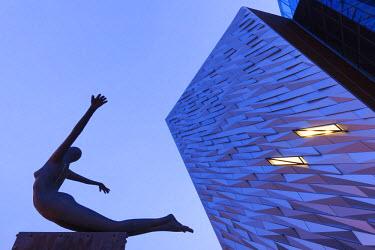 UK04139 UK, Northern Ireland, Belfast, Belfast Docklands, Titanic Belfast Museum, exterior, dawn