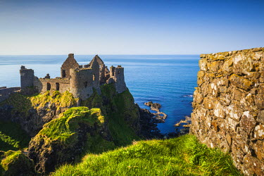 UK04149 UK, Northern Ireland, County Antrim, Bushmills, Dunluce Castle ruins
