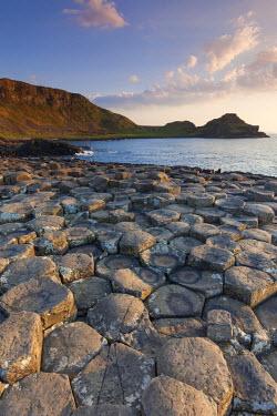 UK04150 UK, Northern Ireland, County Antrim, Bushmills, Giants Causeway, Unesco World Heritage Site, coastal rock formation of basalt, dusk
