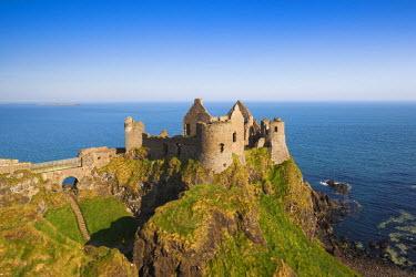 UK04156 UK, Northern Ireland, County Antrim, Bushmills, Dunluce Castle ruins