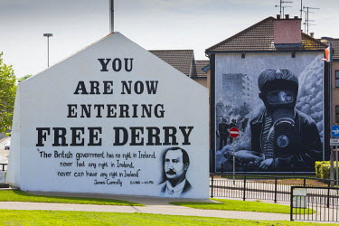 UK04170 UK, Northern Ireland, County Londonderry, Derry, Bogside area, Republican political sign for Free Derry, Free Derry Corner