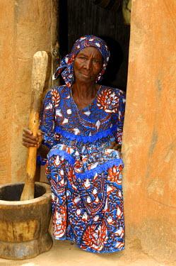 IBLGUF00324592 Old woman pounding maize, Burkina Faso, Africa