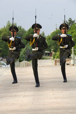 IBLGAB01095507 Changing of the guard, Ala-Too Square, Bishkek, Kyrgystan