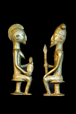 IBLGUF00259240 Royal couple, bronze statues, Mali, Africa