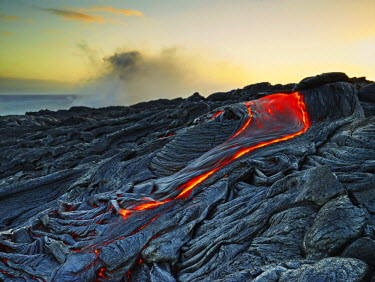 IBLVCH03580955 Puu Oo volcano, volcanic eruption, lava, red hot lava flow, Hawaii-Volcanoes-National Park, USA, Hawaii, United States