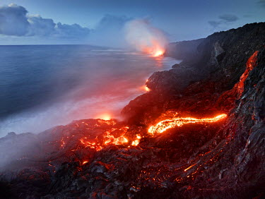 IBLVCH03580959 Puu Oo volcano, volcanic eruption, lava flow, red hot lava flowing into the Pacific Ocean, Hawaii-Volcanoes-National Park, USA, Hawaii, United States