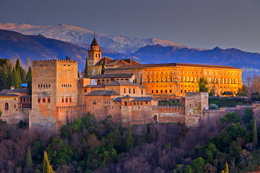 INT00905066 Spain, Andalusia, Granada, The Alhambra (La Alhambra) a moorish citadel and palace designated a UNESCO World Heritage Site in 1984, backdropped by the snowcapped Sierra Nevada mountain range seen from...