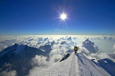 INT00926782 France, Alpinists climbing the Mont-Blanc (4810m) at sunrise, Chamonix,