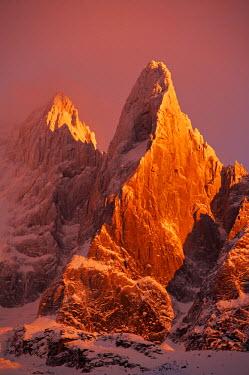 INT00926888 France, The aiguille du Dru (3754m) at sunrise, Mont-Blanc range, Chamonix,