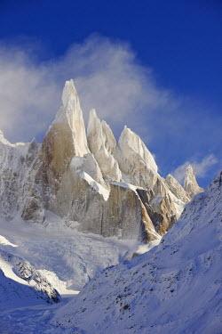 INT00946830 Argentina, Patagonia, Santa Cruz, El Chalten, Cerro Torre, Torre Egger, Aguja Standhart at sunset in winter