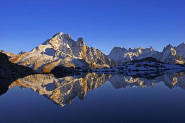 INT01129085 France, The aiguille Verte (4124m) and aiguille du Dru (3754m) at sunset, Chamonix,