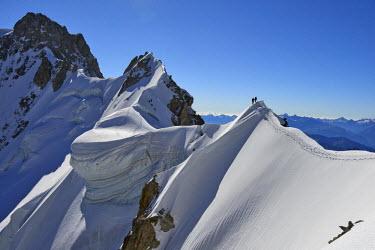INT01129093 France, Alpinists on the Rochefot ridge traverse (4001m), Chamonix, Mont-blanc range,
