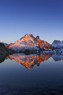 INT01129110 France, The aiguille Verte (4124m) and aiguille du Dru (3754m) at sunset, Chamonix,