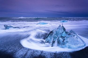 INT01131565 Iceland, Icebergs on the beach, Glacier Ice, Winter, Sunrise, Jokulsarlon,