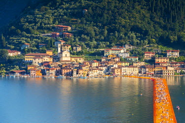 CLKAB47136 The Floating Piers in Iseo Lake, Brescia, Italy, Europe