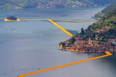 CLKAB47148 The Floating Piers in Iseo Lake, Brescia, Italy, Europe