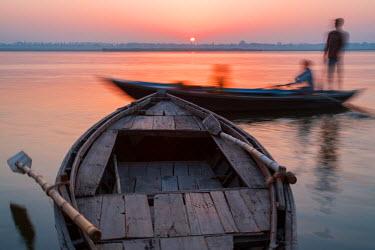 CLKAD37899 Asia,India,Uttar Pradesh,Varanasi, River Ganges at sunrise