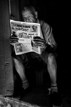 CLKAD37901 Asia,India,Uttar Pradesh,Varanasi district. Reader