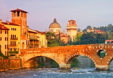 CLKGM45302 Stone Bridge over River Adige, Verona, Veneto, Italy