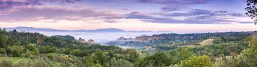 CLKMG44266 Europe, Italy, Tuscany, Arezzo. Panoramic view towards the Balze seen from Piantravigne, Valdarno