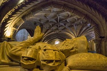 IBLBLO03715042 Tomb of the explorer Vasco da Gama, Mosteiro dos Jeronimos, Jeronimos Monastery, UNESCO World Cultural Heritage Site, Belem, Lisbon, Lisbon District, Portugal