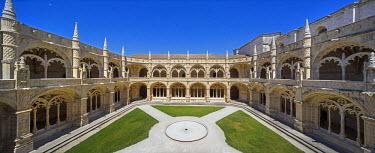 IBLBLO03715047 Manueline cloister by Joao de Castilho, Mosteiro dos Jeronimos, Jeronimos Monastery, UNESCO World Cultural Heritage Site, Belem, Lisbon, Lisbon District, Portugal