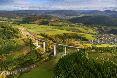 IBLBLO03788461 Talbrucke Nuttlar bridge, under construction, tallest bridge in North Rhine-Westphalia, Sauerland area, North Rhine-Westphalia, Germany