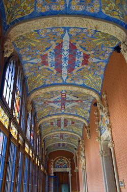 IBLGAB01128928 Corridor with painted ceiling, Hospital de la Santa Creu i Sant Pau, Unesco World Heritage Site, architect Luis Domenech y Montaner, Eixample District, Barcelona, Catalonia, Spain
