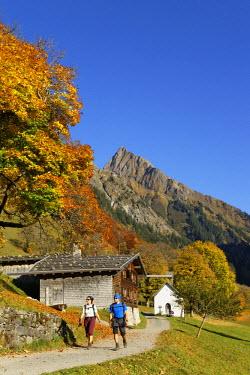 IBLMAN03000223 Gerstruben with Hoefats mountain in autumn, Allgaeu Alps, Oberstdorf, Oberallgau, Allgau, Swabia, Bavaria, Germany
