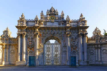 IBLMAN03086695 Saltanat Kapisi, Gate of the Sultan, ceremonial gate of Dolmabahce Palace, Dolmabahce Sarayi, Besiktas, Istanbulan side, Istanbul Province, Turkeyan side