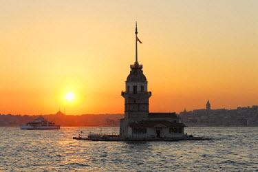 IBLMAN03093877 Evening mood, Maiden's Tower or Leander's Tower, Kiz Kulesi, in Bosphorus, Bosporus, Uskudar, Istanbuln and european side, Istanbul Province, Turkey