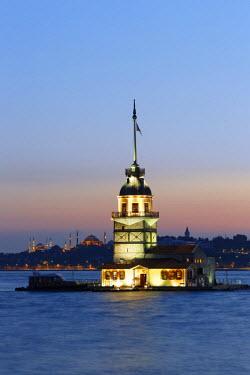 IBLMAN03093886 Evening mood, Maiden's Tower or Leander's Tower, Kiz Kulesi in Bosphorus, Bosporus, Uskudar, Istanbuln and european side, Istanbul Province, Turkey