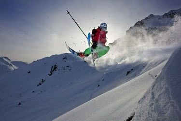 IBLVCH02020105 Freerider, skier jumping, snowy landscape, Ski area Kaltenbach-Hochzillertal, Hochfugen, Zillertal, northern Tyrol, Austria *** IMPORTANT: Ski area Kaltenbach-Hochzillertal, Hochfugen, Zillertal ***